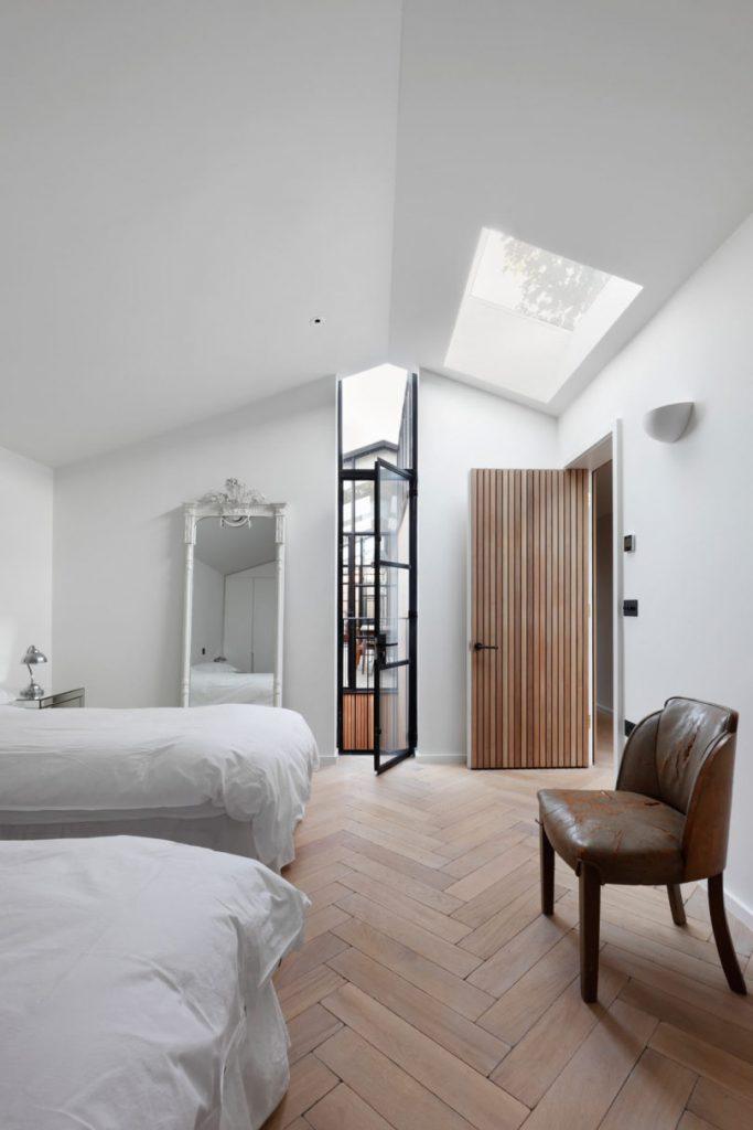 Courtyard-House-DeRoseeSaArchitects-16-810x1215