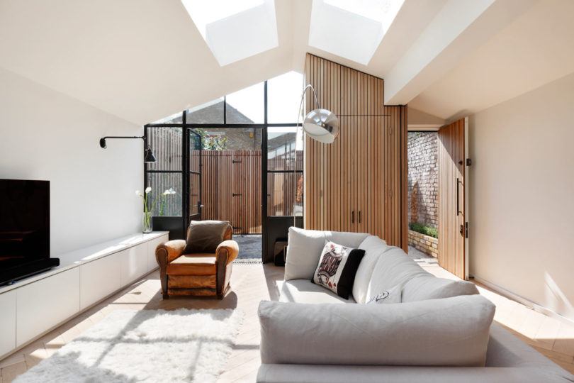Courtyard-House-DeRoseeSaArchitects-2-810x540