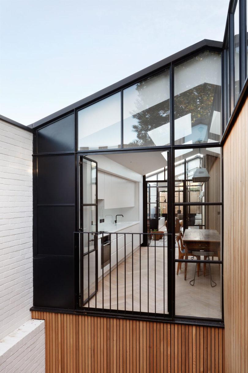 Courtyard-House-DeRoseeSaArchitects-7a-810x1215