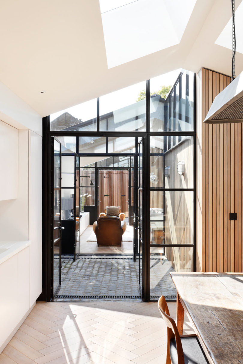 Courtyard-House-DeRoseeSaArchitects-5-810x1215