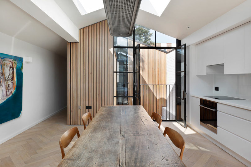 Courtyard-House-DeRoseeSaArchitects-7-810x540